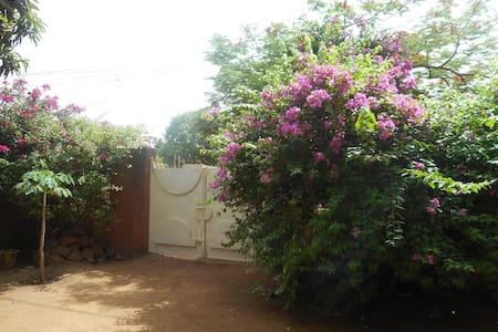Villa Veenem- quartier Wentemga- centre ville - Uagadugú - Casa de huéspedes