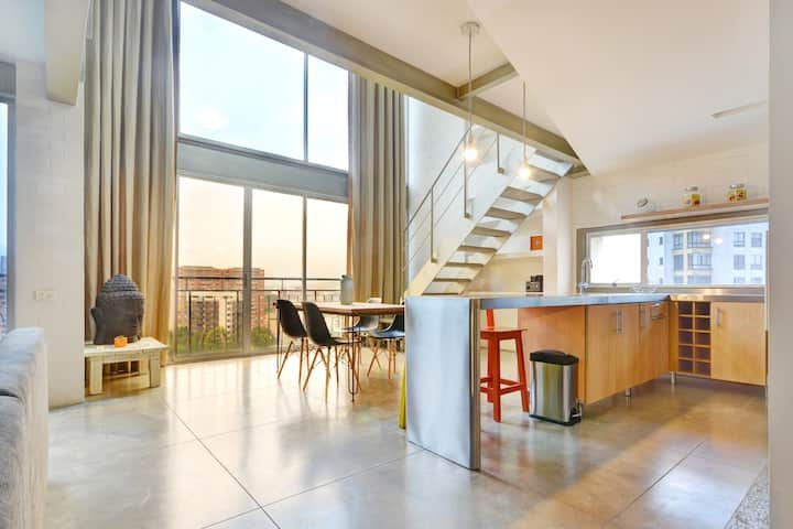 Beautiful Designer Loft 30 seconds from new WeWork