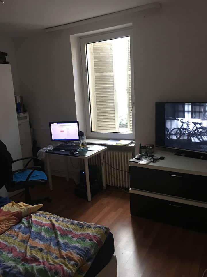 Zimmer in Rödelheim sucht Zwischenmieter