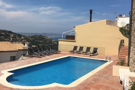 Centre of Begur 2 Bdrm pool & views - Apartment