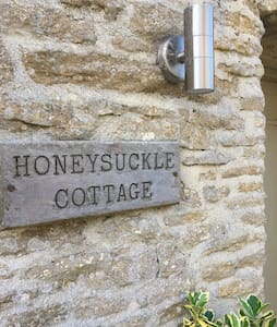 Beautiful Old Cotswold Cottage sleeps 4 - Southrop
