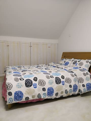 30平大阁楼卧室1