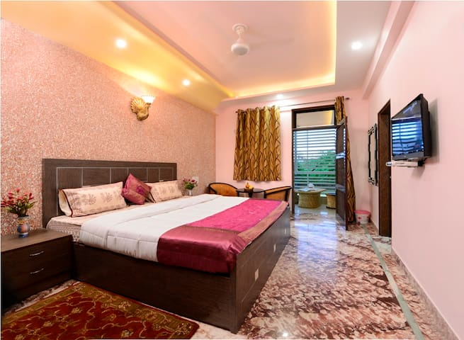Rainbow Home Stay - Agra - Apartment