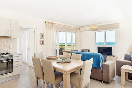 Thalassa Beach Resort 3 bedroom Apartment - 아파트