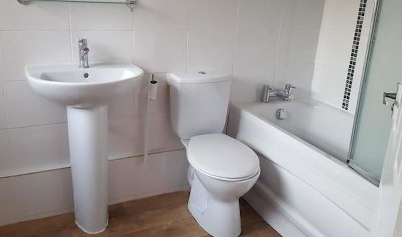 Large  bedroom - Hull - Rumah