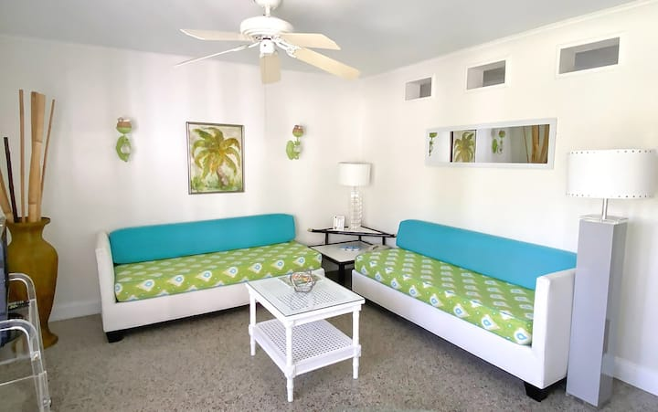 Turquoise Green - Suite 104