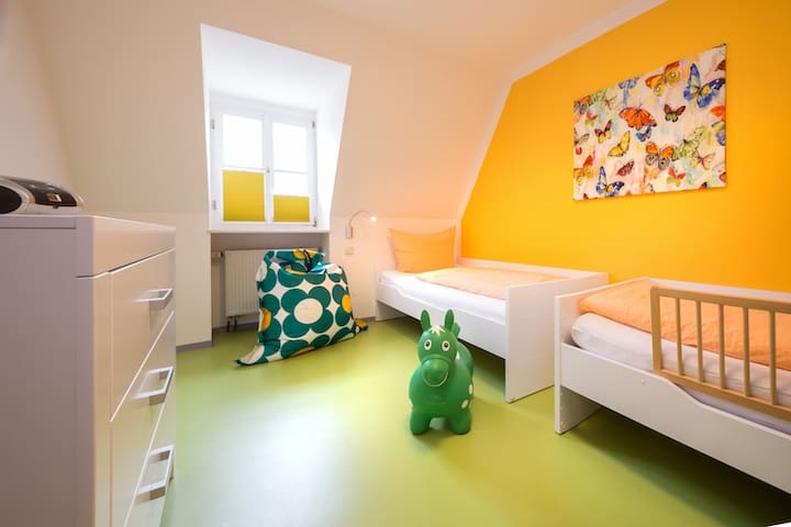 Kinder-Ferienhof Burmann (Haundorf), Ferienwohnung Abendrot F**** mit Balkon