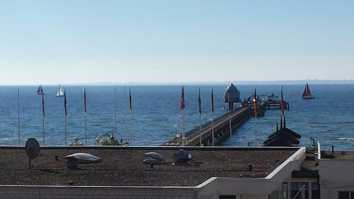 An der Seebrücke mit Meerblick