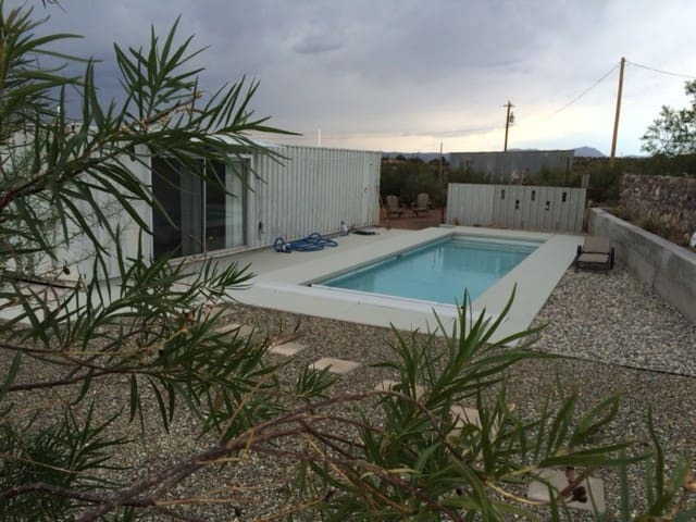 Nature Retreat 12-min from Downtown (with pool)