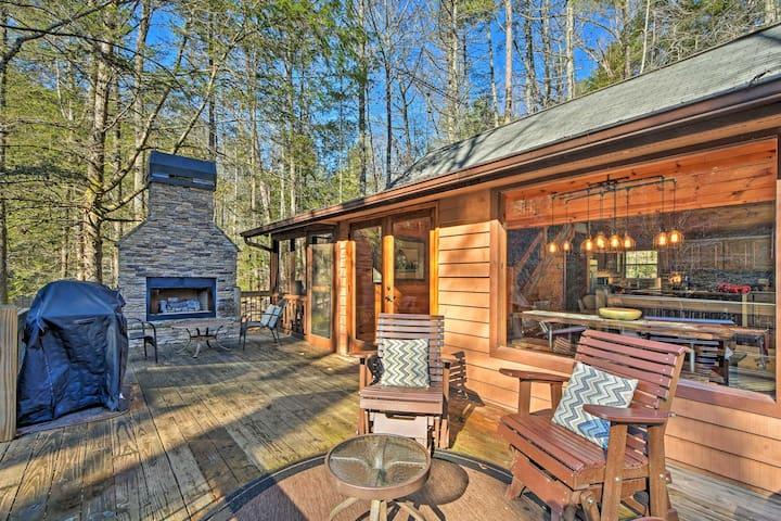 NEW! Blue Ridge Creekside Cabin w/ Hot Tub + Pier