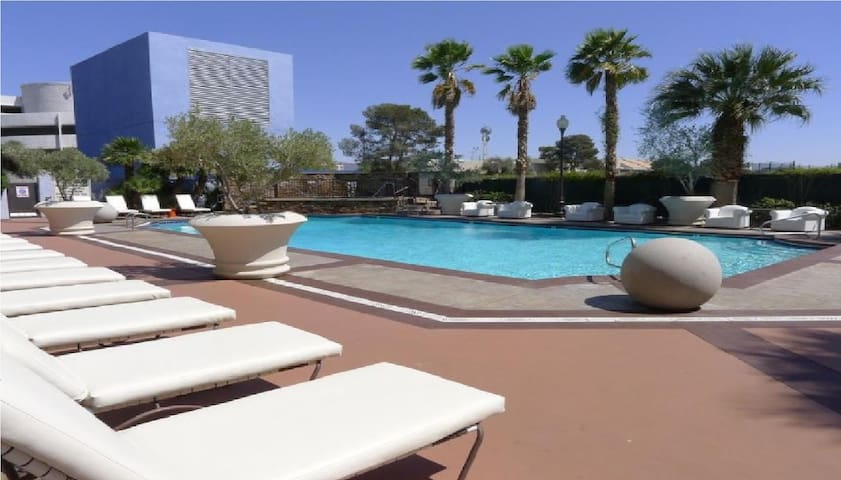 BHostels Las Vegas - Female Shared