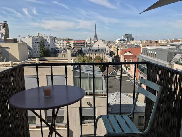 Studio Montparnasse Eiffel Tower view