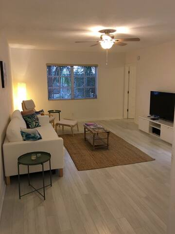 Bright 1 bedroom apartment with a great location. - Fort Lauderdale - Apartment