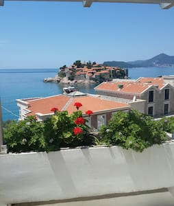 2-Bedroom Apartment with Terrace and Sea View ANDJ - Sveti Stefan - Appartement