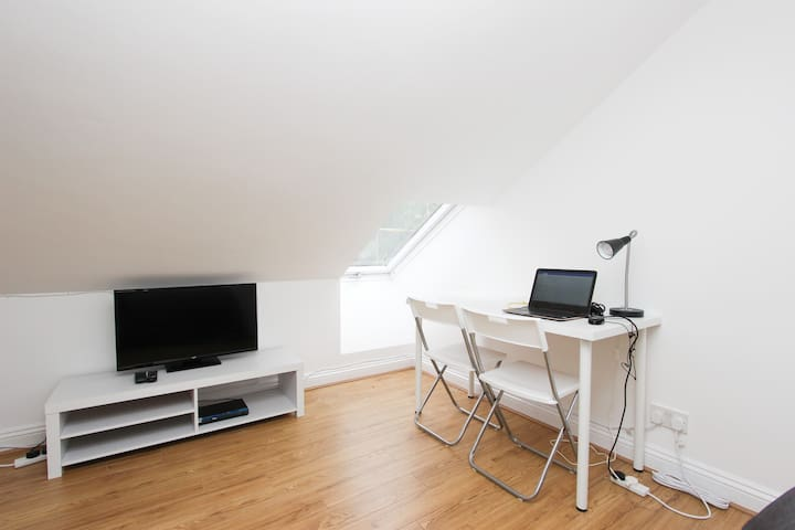 Nice Loft Room in Dollis Hill S60A4
