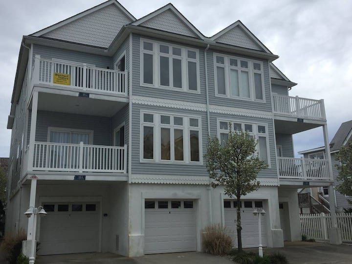 New Condo Wildwood NJ (25 and over only)