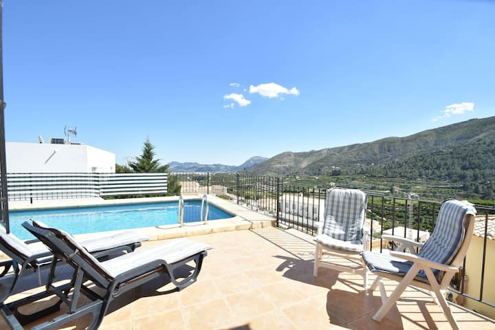 Detached villa in a quiet location with private pool with panoramic views
