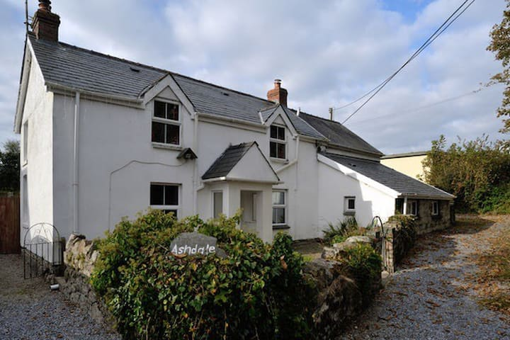 Cosy Welsh cottage in beautiful Pembrokeshire.