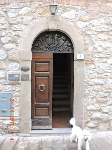 Appartamenti nel paesino medievale - Montemassi - Lägenhet