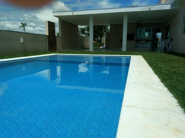 Casa com piscina,para fins de semana e feriados!!!
