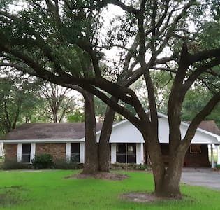 Comfortable, clean, quiet bdrm w/ access to house