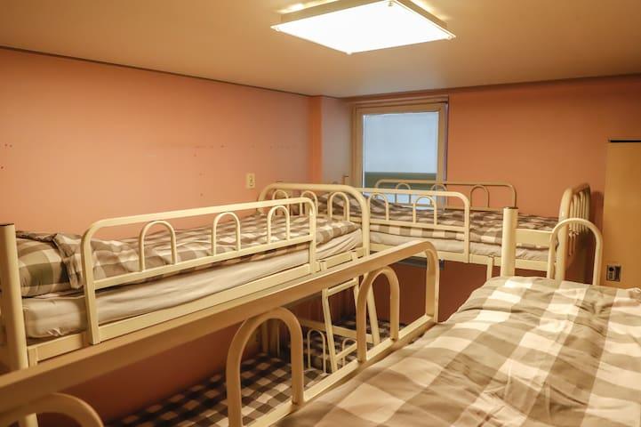 패밀리 단체룸(6-Bed Family Private room) #2
