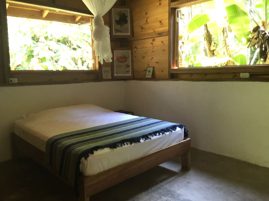 Relaxing jungle cabin by the beach chalet in affitto a for Camera letto jungle