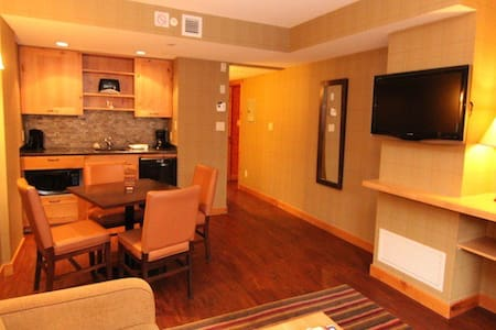 Downtown Banff Superior 1 Bedroom Suite - Banff - Appartement