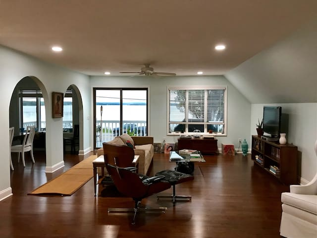Luxury Crooked Lake Apartment With Private Dock!!!