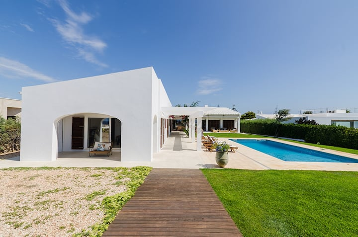 "Spacious Villa ""Es Far"" Directly by the Beach with Sea View, Wi-Fi, Garden, Pool & Terraces; Parking Available"