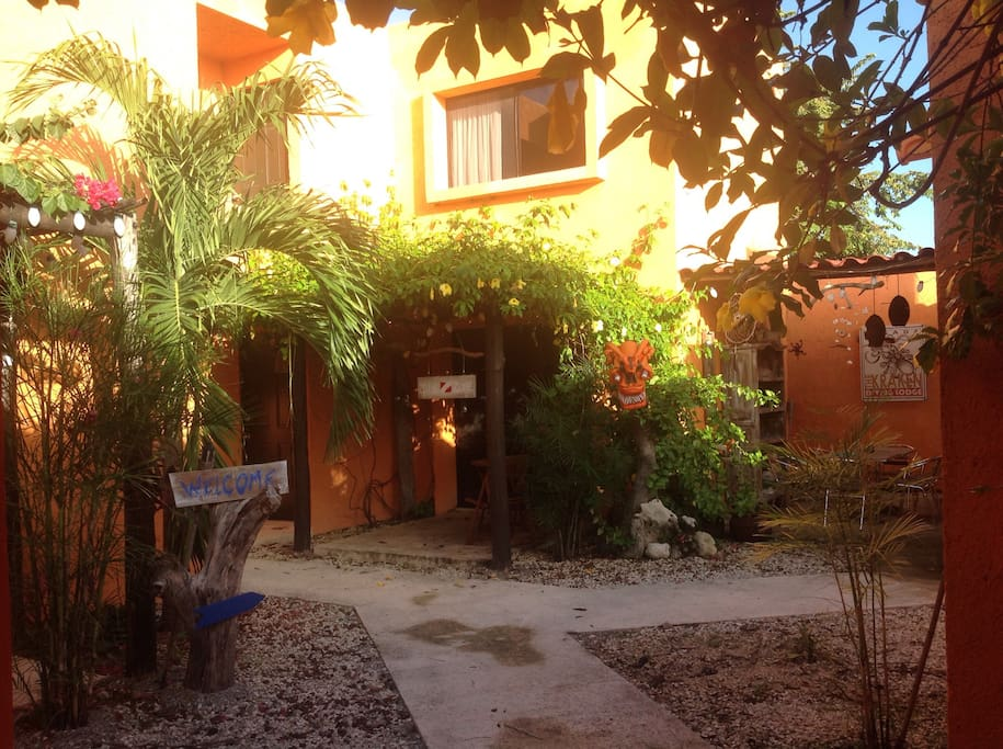 Nuestro patio interior es el corazón de la Posada. Tranquilo y tropical.