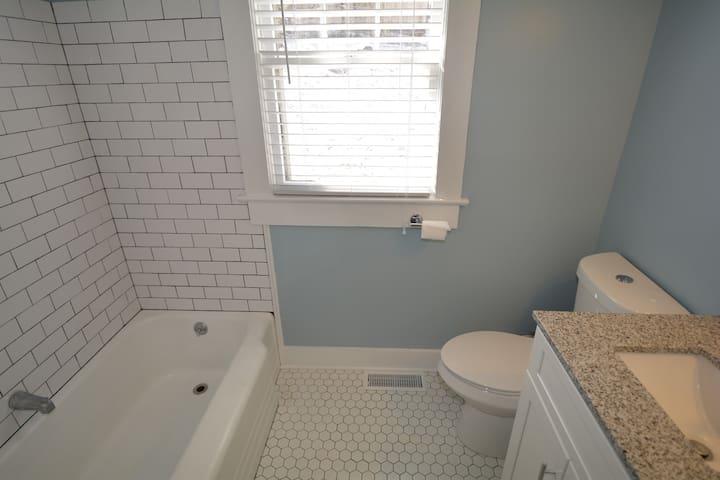 Subway tile shower/tub