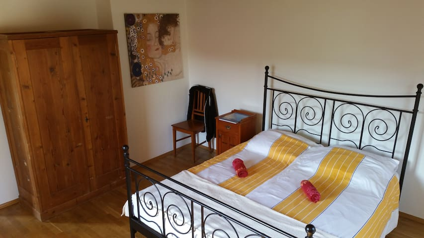 Bach 22 - Large room (1-4 persons) + kitchen