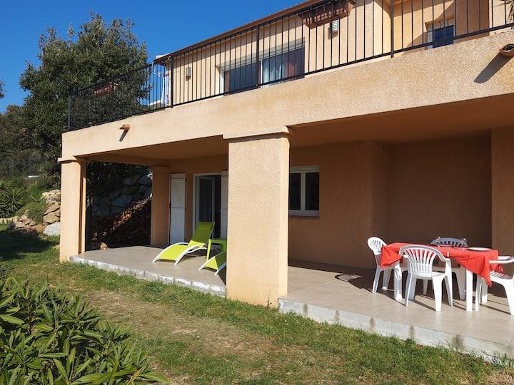 rez de villa, T2, à 10' d'Ajaccio, vue panoramique