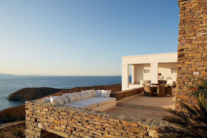 Three Bay House - Luxury and Soothing Sea Views