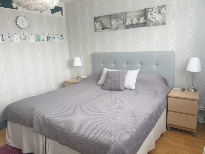 Room in apartment, quiet, close communications