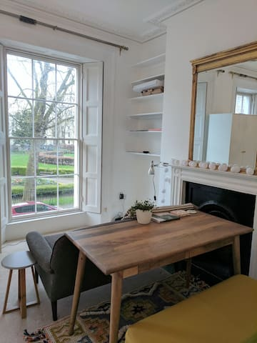 Minimalist garden square studio - Lontoo - Huoneisto