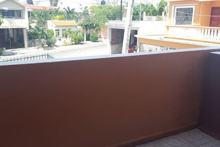 Casa Timul 2 - Agradable Habitacion  A/C y balcon - Cancún - Huis