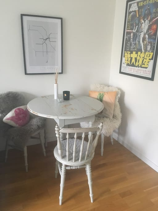 Dinner table/working space