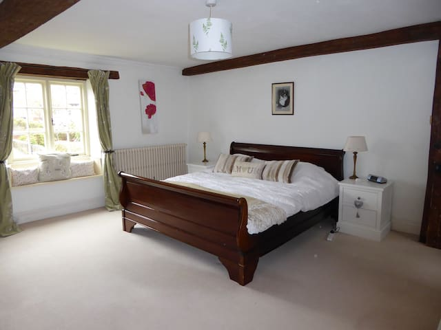 Quiet Double Room with En-Suite - Swindon - House