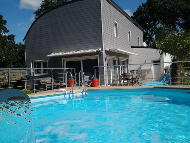 5mn de Vannes , maison 5 chb , piscine - PLOEREN - House