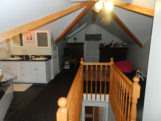 Cozie open floor bed room and bath - Highland Falls - Appartement