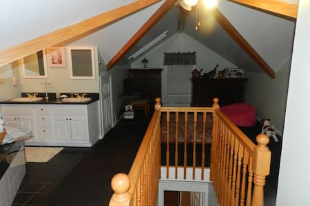 Cozie open floor bed room and bath - Highland Falls - Byt