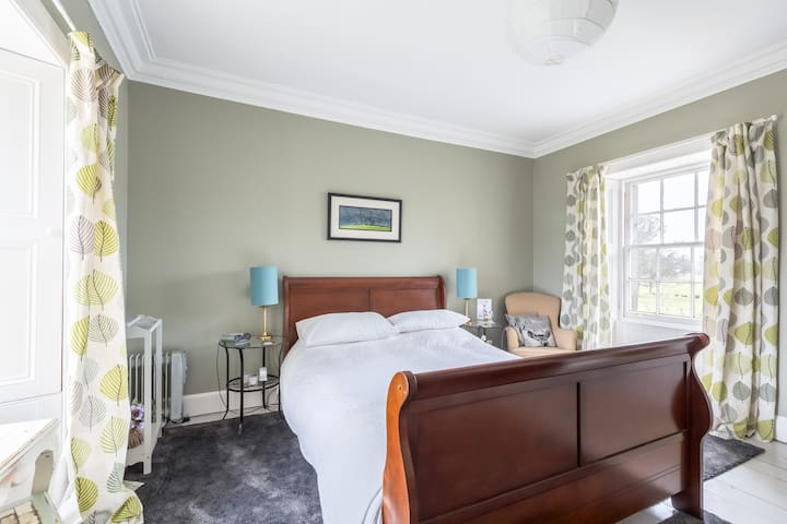 "Gorgeous "" Outlander"" B&B near Edinburgh Airport"