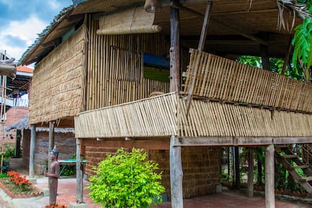 Traditional Bamboo House in a luxury resort - Krong Battambang - Bungalou