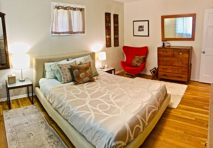 Master Bedroom in the Classic Family House in Boulder. Each of our rooms with their simple, fresh and warm style, fine linens and welcoming colors offer upscale accommodations that remain welcoming and unpretentious, in a serenely peaceful setting.
