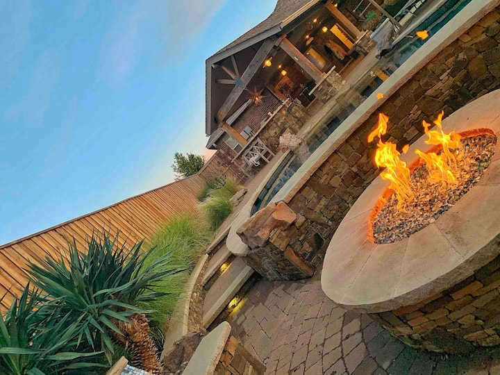 #1 Luxury Airbnb in Lubbock Heated Pool Firepit