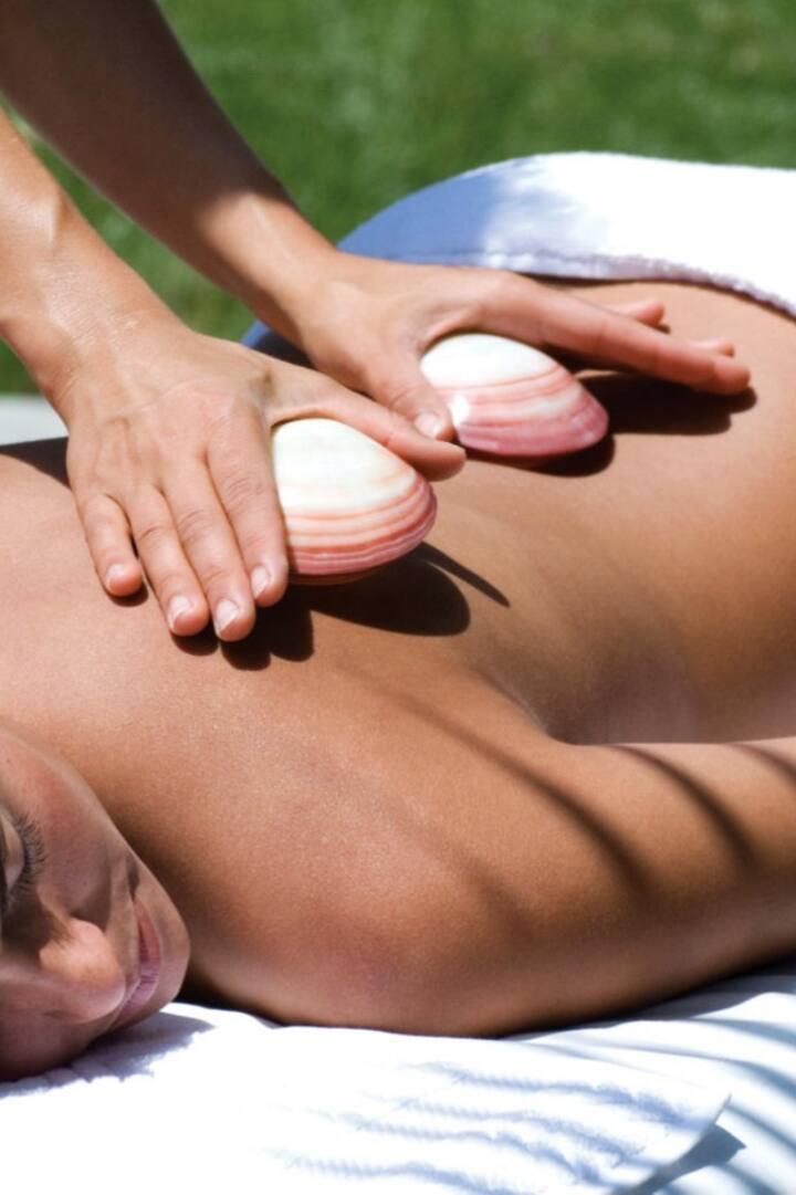 Massaging with lava shells