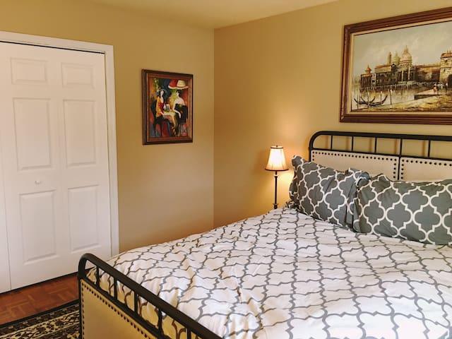 Charming, Renovated - 2 Bedroom Mt. Lebanon Apt - Pittsburgh - Wohnung