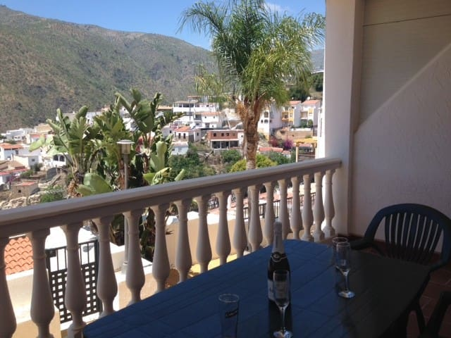 Ideal apartment for work & holidays,  WiFi & pool